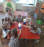 Знакомство малышей с флагом.  Д/и «Башня»